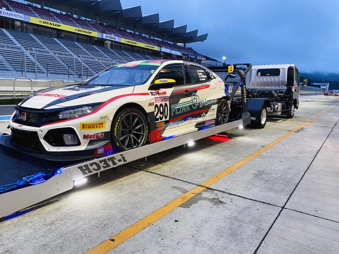 過酷な24時間耐久レースだが、レースカーは最後まで輝き続けていた。